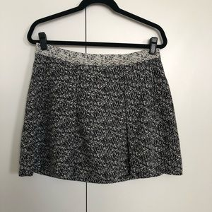 Black and White Banana Republic Skirt - size 10